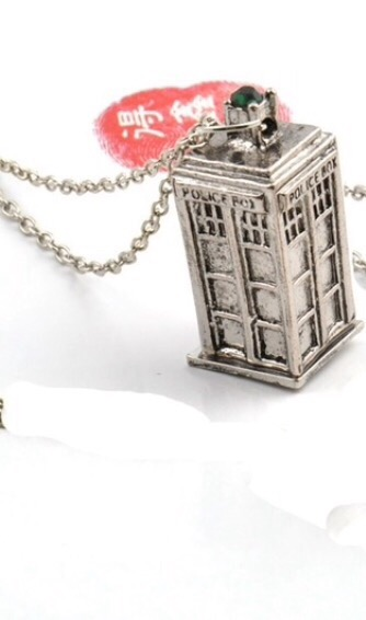Loovio Jewelry: police box